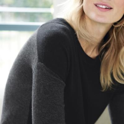 Color Block Curved Hem Sweater - Black