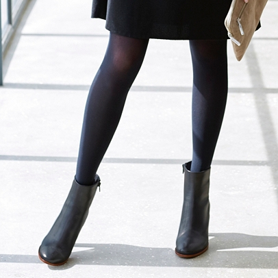 Denier is the weight of the fabric in your tights, stockings and hosiery. Usually, the heavier and thicker the material, the higher the denier. High Denier Tights, Stockings & Fishnet Tights Explained. High Denier hosiery is usually made of heavier fabrics, has more thickness and is over 40 Denier.