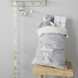 Snowy Penguin Present Sack