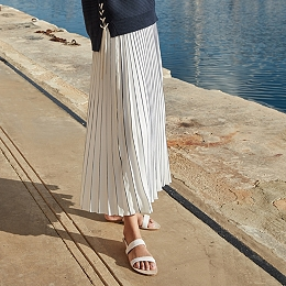 Tipped Pleated Skirt