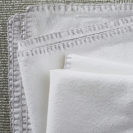 Napkins with Sparkle Trim – Set of 4