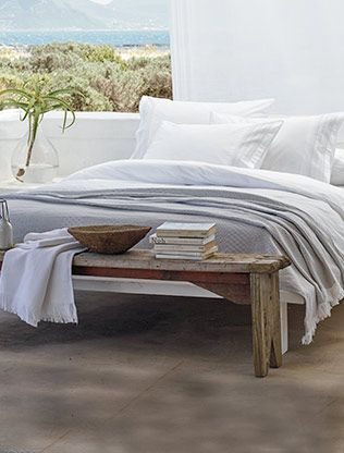 Bedspreads, cushions & throws