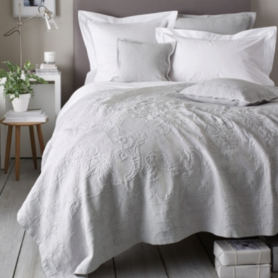 Vintage Etienne Bedspreads & Cushion Covers