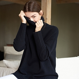 Wool Chunky Roll-Neck Sweater - Black