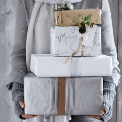 Merry Christmas Gift Wrap – 32ft