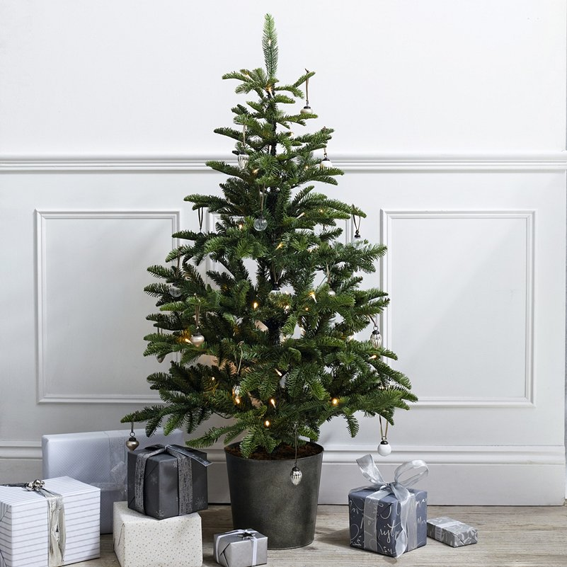 online retailer a20dd 9f0fa Pre-Lit Entrance Christmas Tree - 4.5ft