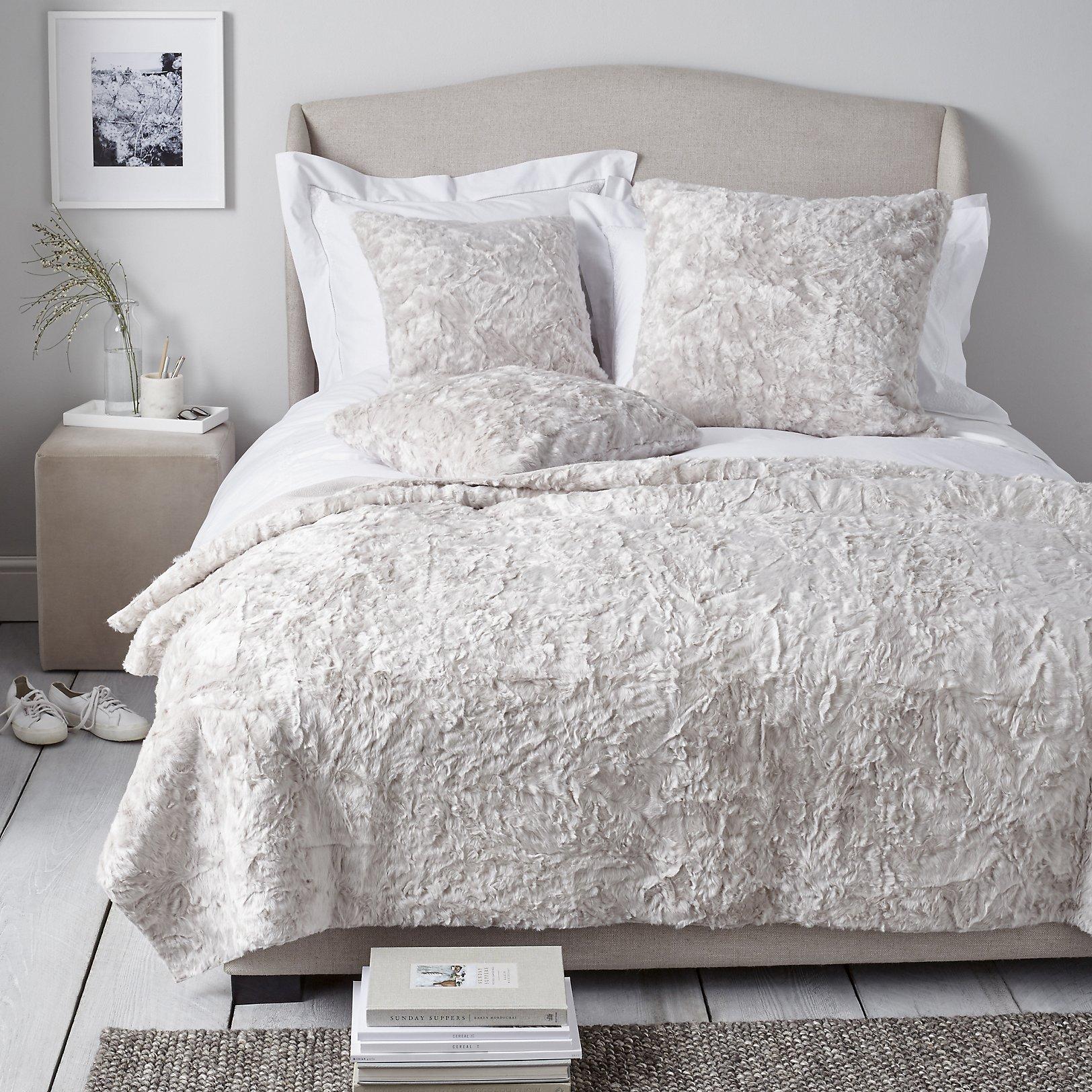 bedroom throws and cushions Farmersagentartruiz.com