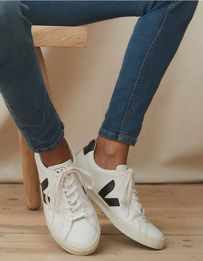 A merced de complemento volatilidad  Veja Esplar Leather Trainers | Shoes, Sandals & Trainers | The White  Company UK